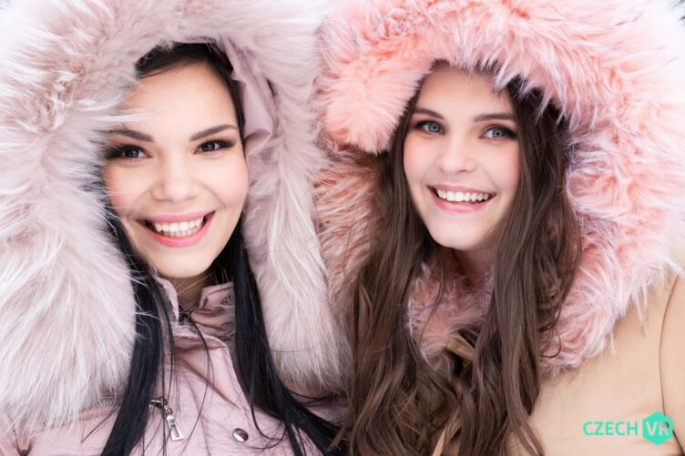 Enjoying Snow – Sofia Lee & Taylee Wood